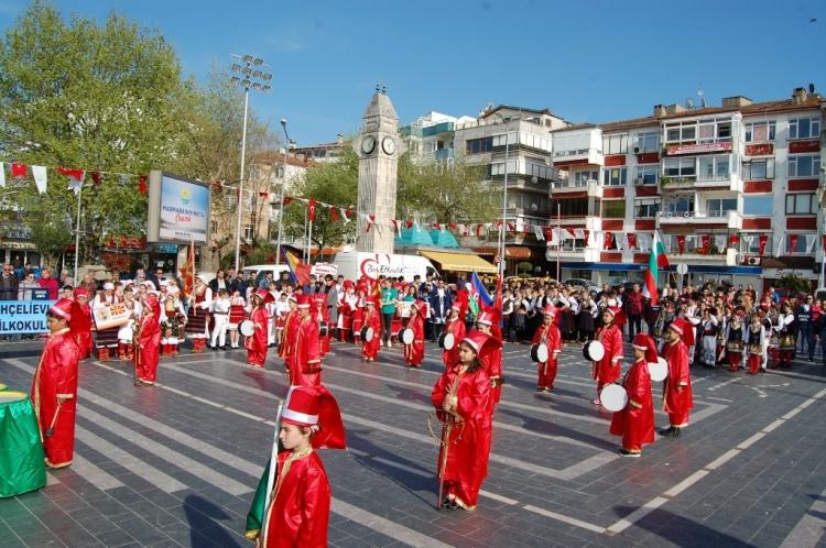 Uluslararası 23 Nisan Çocuk Halk Oyunları Şenliği Başladı