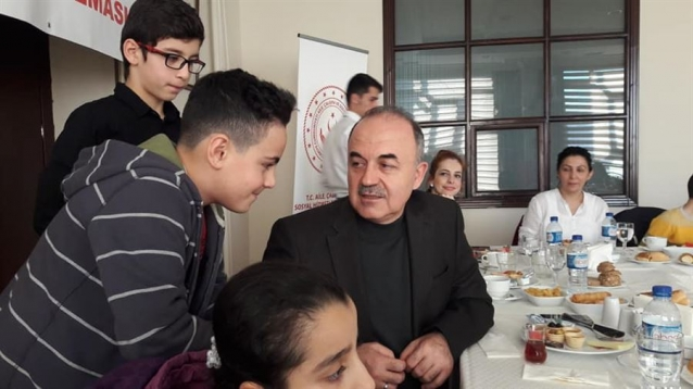 Vali Erol Mülteci Çocukları İle Kahvaltı Yaptı