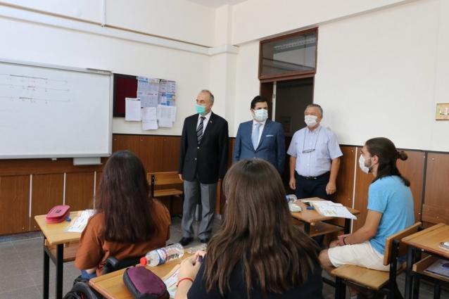 Vali Erol Öğrencilere Başarılar Diledi