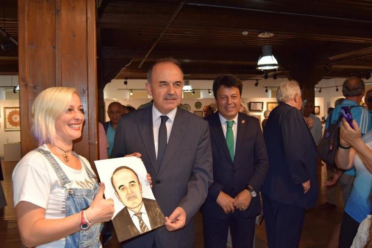Vali Erol'a Yağlı Boya Portresi Hediye Edildi