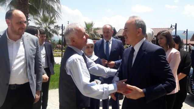 Vali Erol'dan Huzurevi'ne Bayram Ziyareti