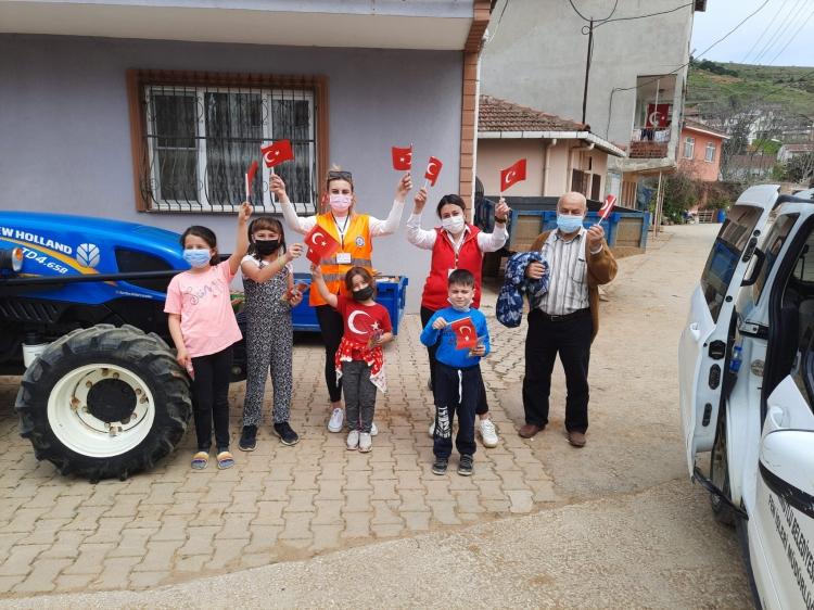 Vefa Destek Ekibi Çocuklara Hediye Götürdü