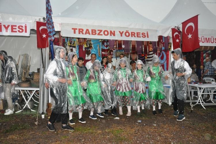 Yağmur Altında Unutulmaz Festival