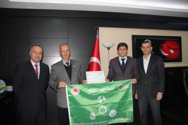 Yalova Anadolu Lisesi'ne Yeşil Bayrak