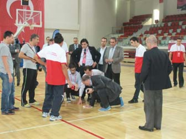 Yalova 90. Yıl Spor Salonunda Maçlara Mazot Engeli