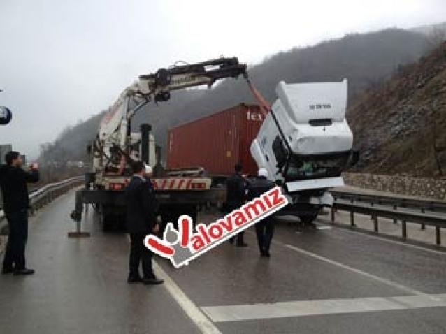 Yalova -Bursa Yolu Kaza Sebebiyle 2 Saat Kapandı
