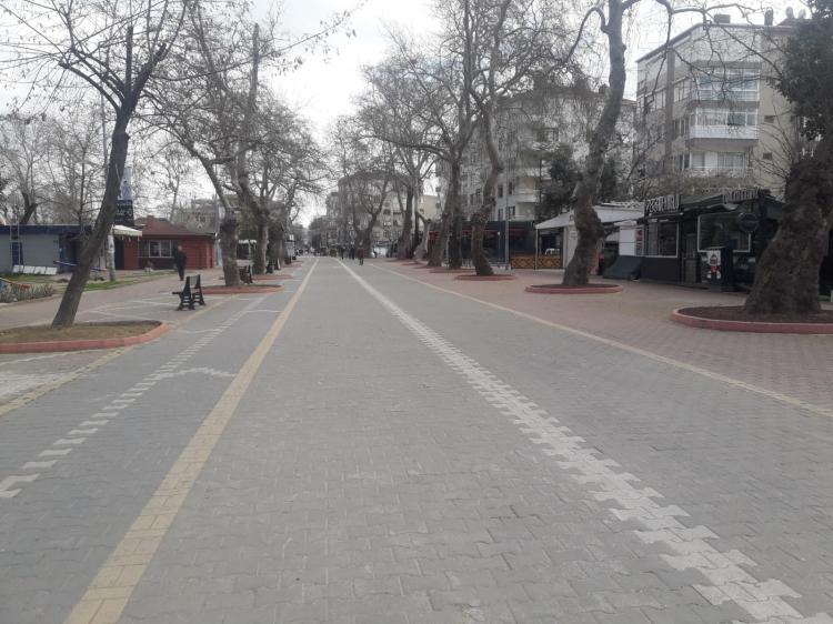Yalova'da Caddeler Boş Kaldı
