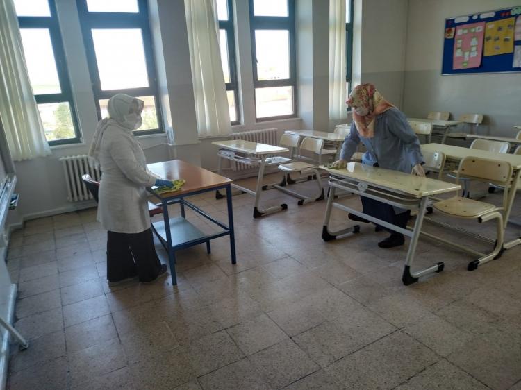 Yalova'da Okullar İlaçlanıyor