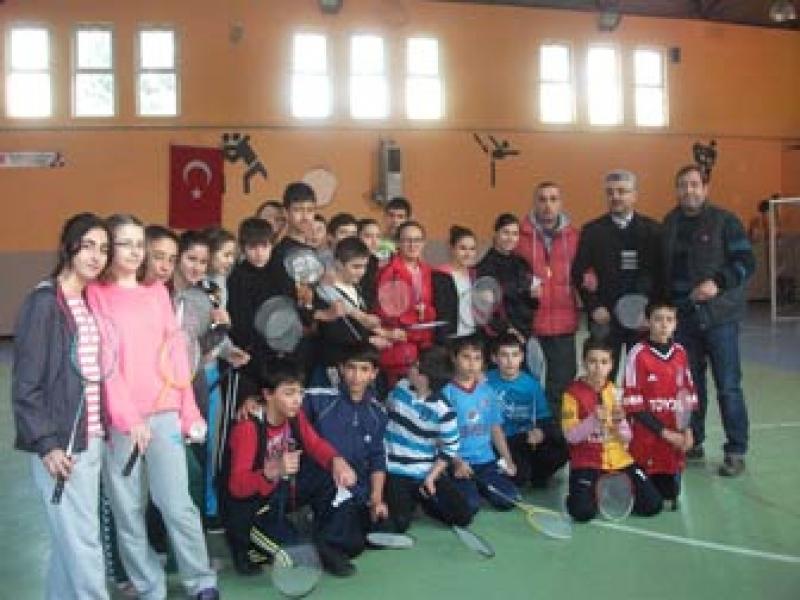 """Yalova'da """"Her Öğrenci Badminton Oynamalı"""" Sloganıyla Yola Çıkıldı"""
