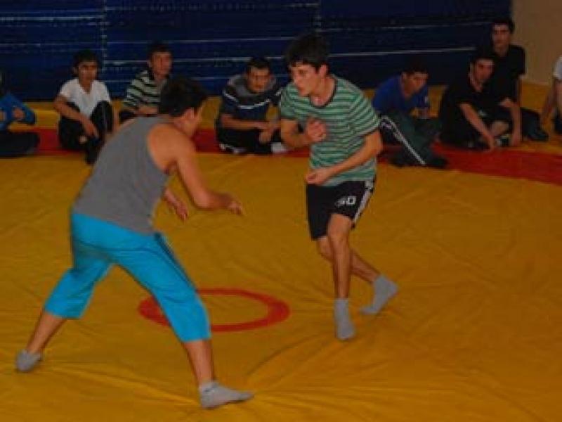 Yalova'dan 30 Güreşçi Madalya İçin Mindere Çıkacak