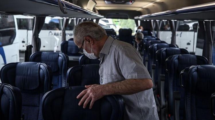 Yaşlılara Tatil İzni Çıktı