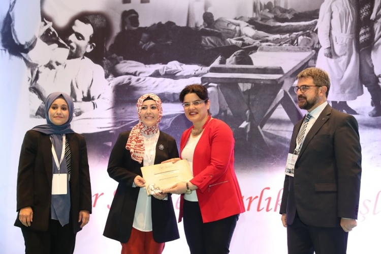 Yılın Ebe Ve Hemşireleri Ödüllerini Aldı